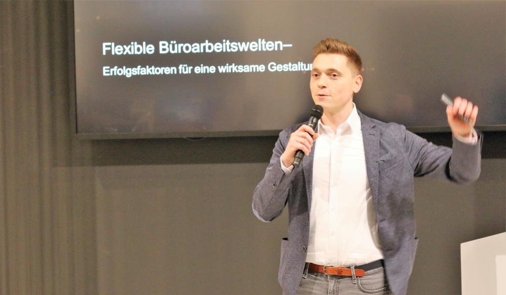 Jakup Ibrahimi, Geschäftsleiter der designfunktion Mainz GmbH, sprach über Erfolgsfaktoren für eine wirksame Gestaltung von Büroumgebungen.