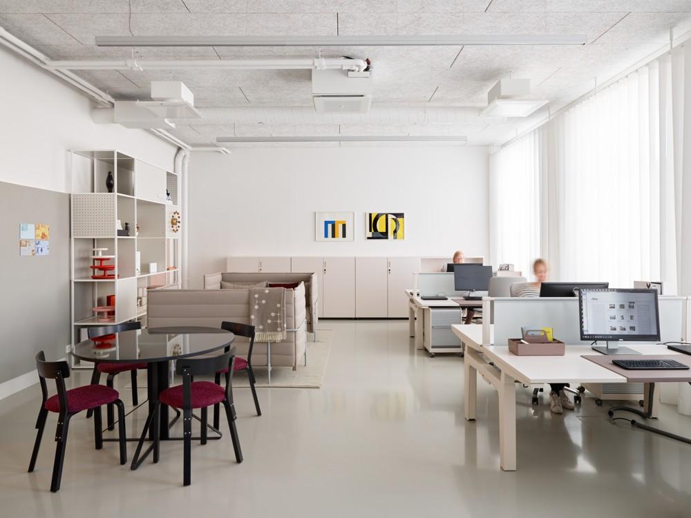 Freie Auswahl – verschiedene Bereiche und Möbel zum Arbeiten. Abbildung: Artek