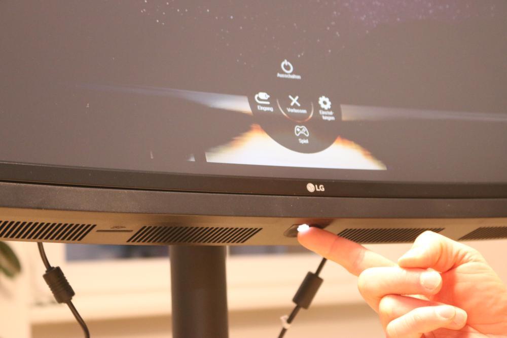 Mit dem beleuchteten Minijoystick kann man einfach durch die Menüs navigieren.