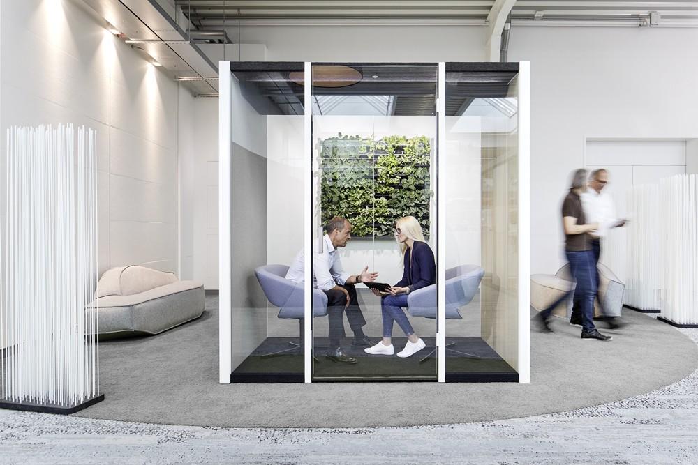 Human Space Cube von Bosse Design