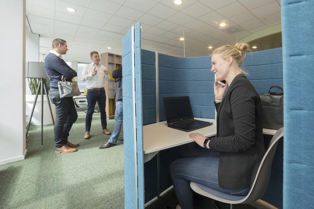 Temporärer Arbeitsplatz im neugestalteten Eingangsbereich. Abbildung: H. Lakerveld