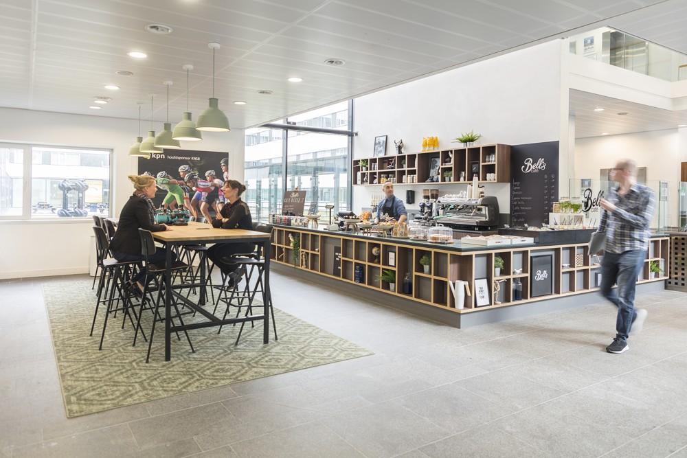 Café im Entree: Rezeption als multifunktionaler Arbeitsbereich