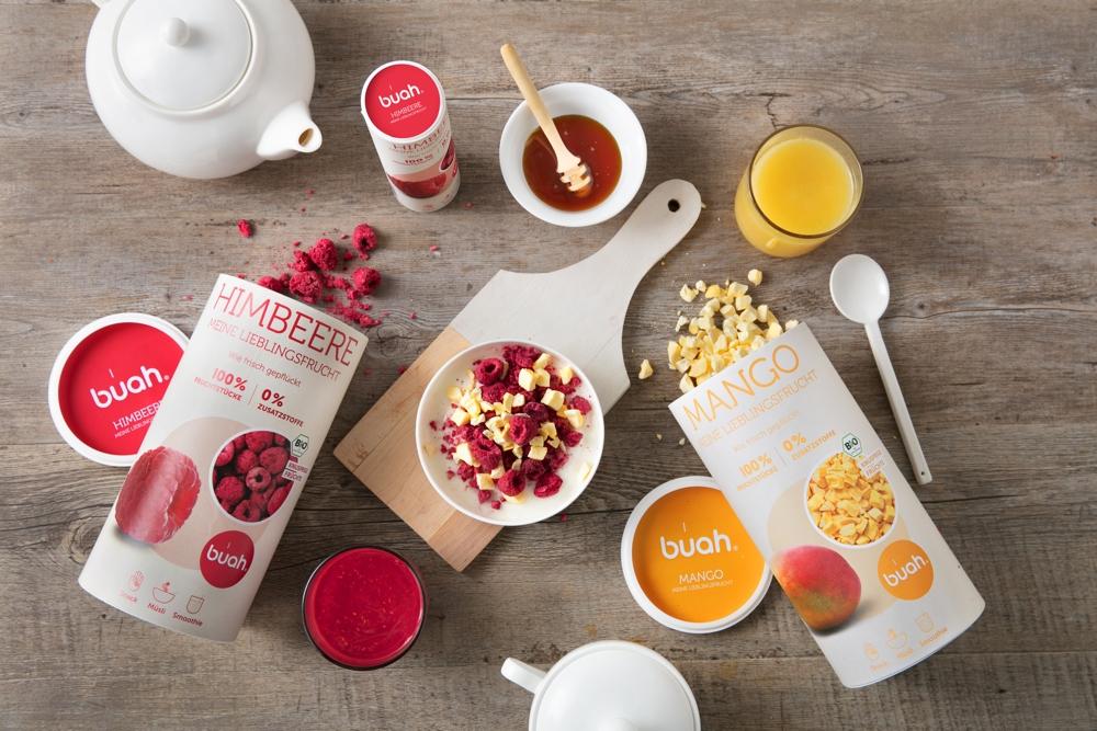 Auch in Milch oder als Verfeinerung des Müslis sorgen die buah-Snacks für gesunde, kalorienarme Ernährung. Abbildung: buah