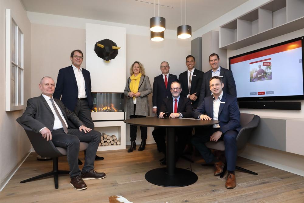 Das Team der Sparkasse freut sich über die moderne Einrichtung. Abbildung: Sparkasse Rhein-Nahe, Alexander Sell