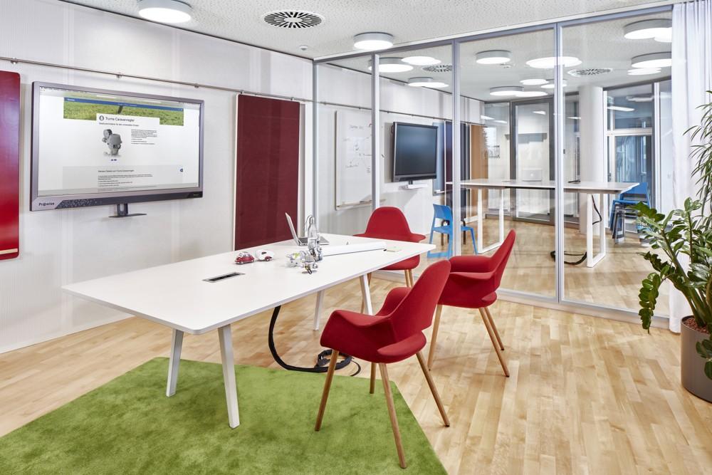 Voll digitalisierte Meetingräume. Abbildung: © Vitra, Fotograf: Eduardo Perez