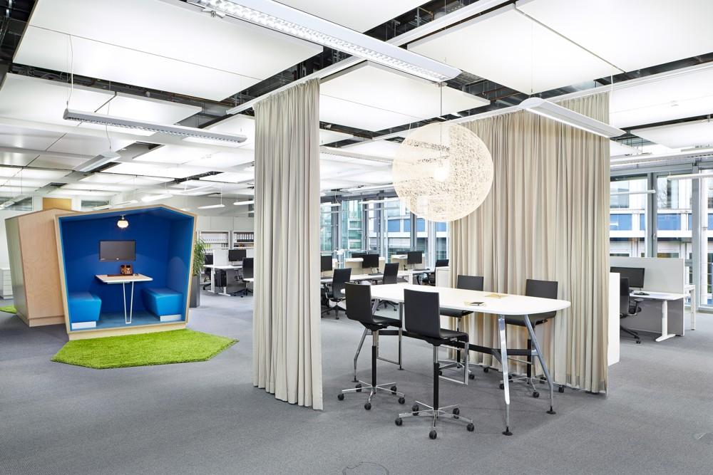 Flexibel zonierbare Arbeitsbereiche. Abbildung: © Vitra, Fotograf: Eduardo Perez