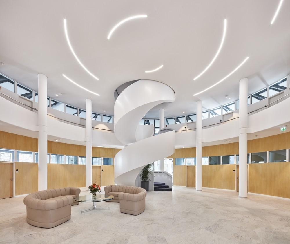 Modernes Bürokonzept von Vitra für Truma