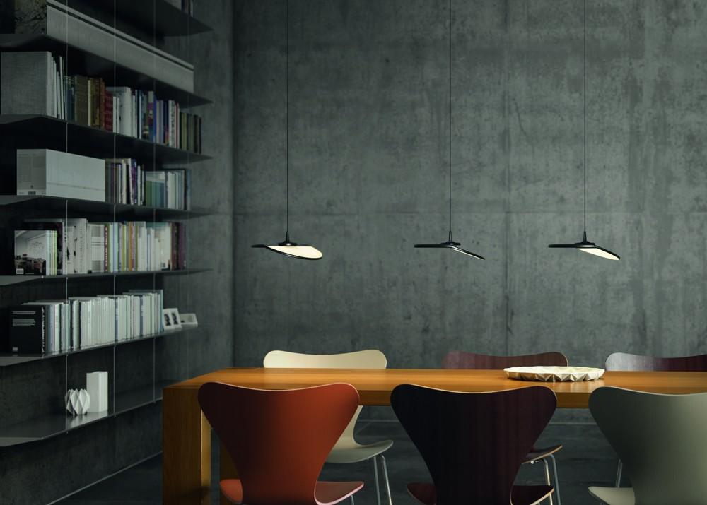 Die flexible Gravity CL ist ideal für die Beleuchtung von Arbeitsflächen, Esstischen oder Tresen. Abbildung: DesignRaum GmbH