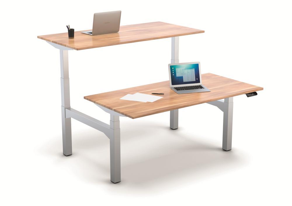 TeamFrame für Duo-Arbeitsplätze von Suspa. Die beiden Tischuntergestelle werden mittels zweier Brückenelemente miteinander verbunden, während die aufliegenden Tischplatten unabhängig voneinander genutzt werden können. Abbildung: Suspa