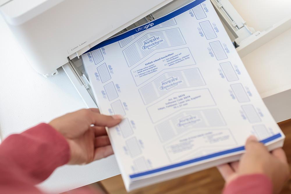 ... sorgt für einen geraden Einzug der Bögen und verhindert Papierstau. Abbildung: Avery Zweckform