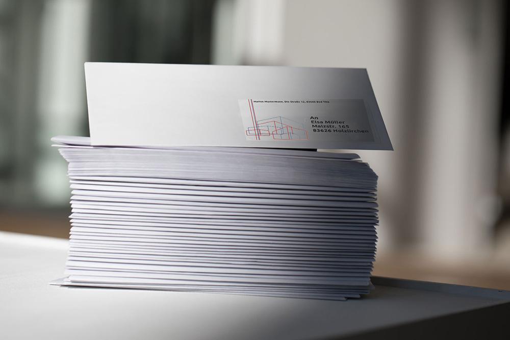 Die Etiketten von Avery Zweckform sind für ihre hohe Klebkraft bekannt. Auf Briefumschlägen und ... Abbildung: Avery Zweckform
