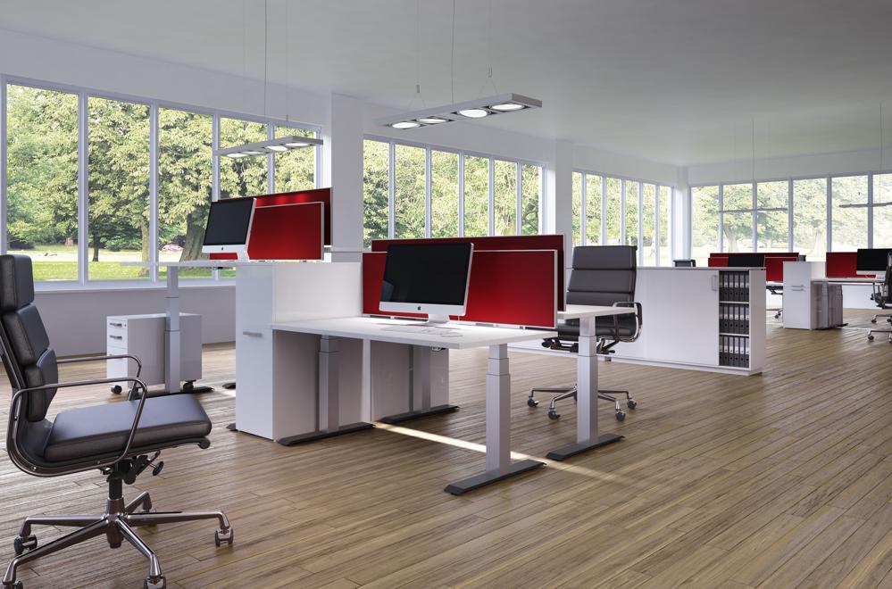Das Tischgestellsystem LegaDrive Systems von Hettich besticht mit einem Hubweg von 675 mm und 120 kg Belastbarkeit pro Tisch. Abbildung: Hettich