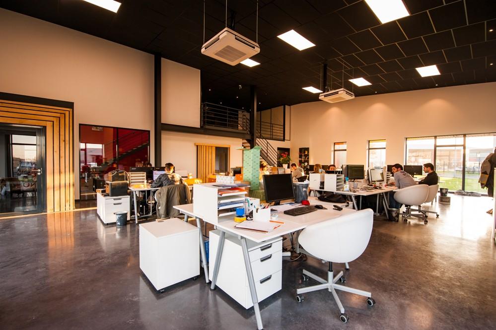Offene Büros können das Wohlbefinden der Mitarbeiter fördern. Abbildung: Pexels