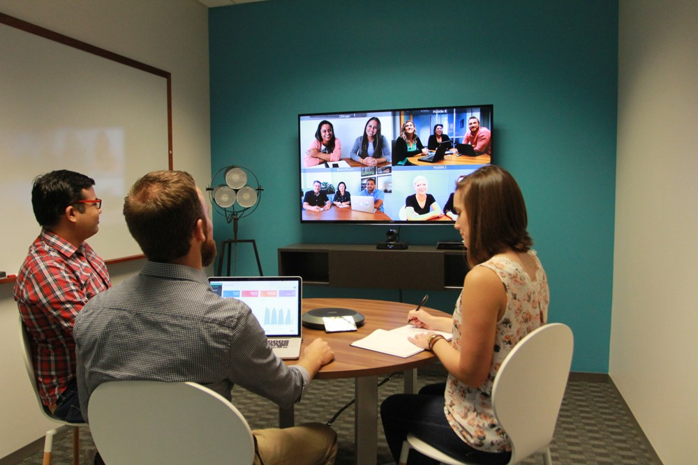 Videokommunikation ermöglicht persönliche Meetings über Länder- und Unternehmensgrenzen hinweg. Abbildung: Lifesize