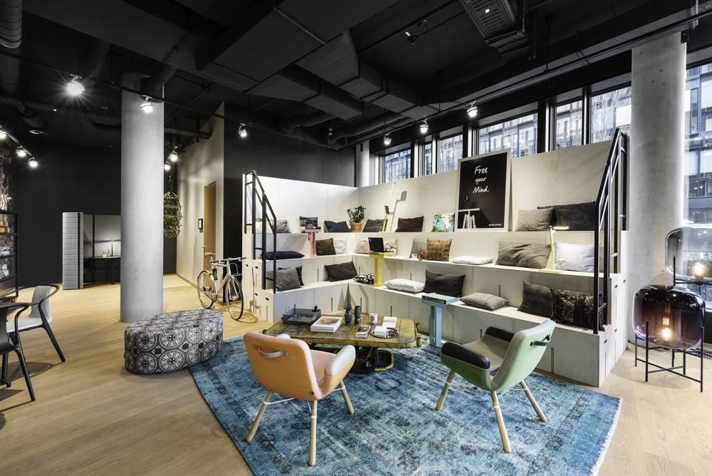 Coworking-Lobby für vielfältige Arbeitsmöglichkeiten. Abbildung: Design Offices