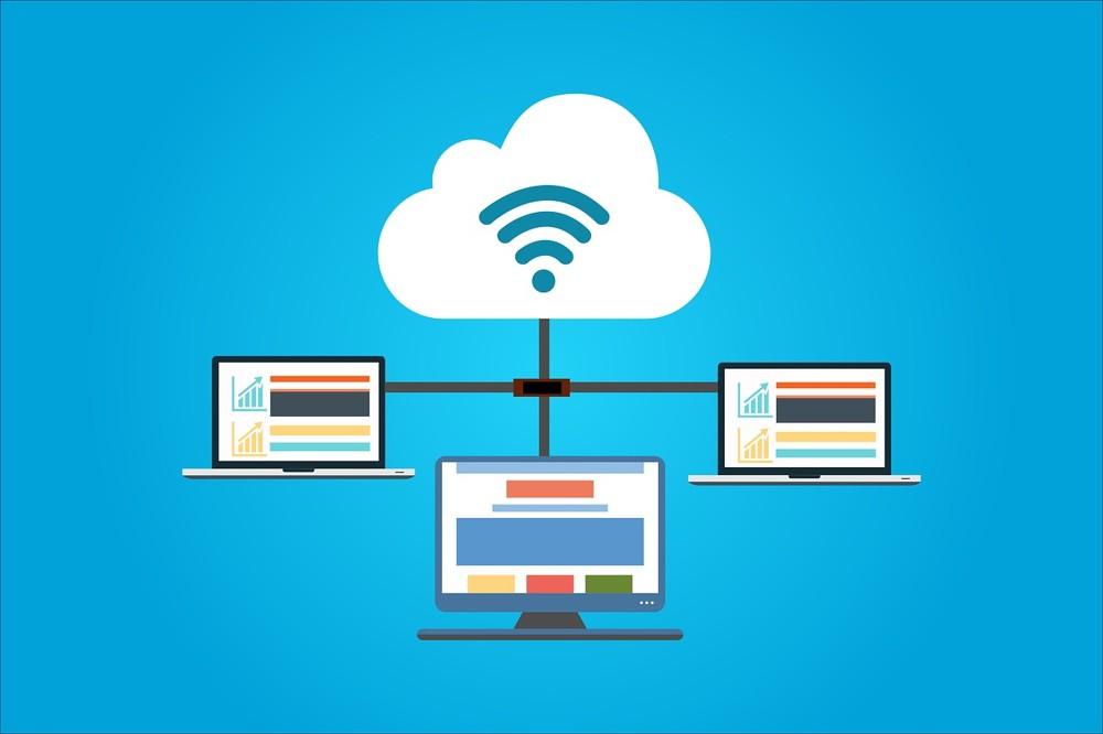 Durch die Nutzung einer Cloud lässt sich Speicherplatz sparen und auf die Daten kann von mehreren Geräten aus zugegriffen werden. Abbildung: Pixabay