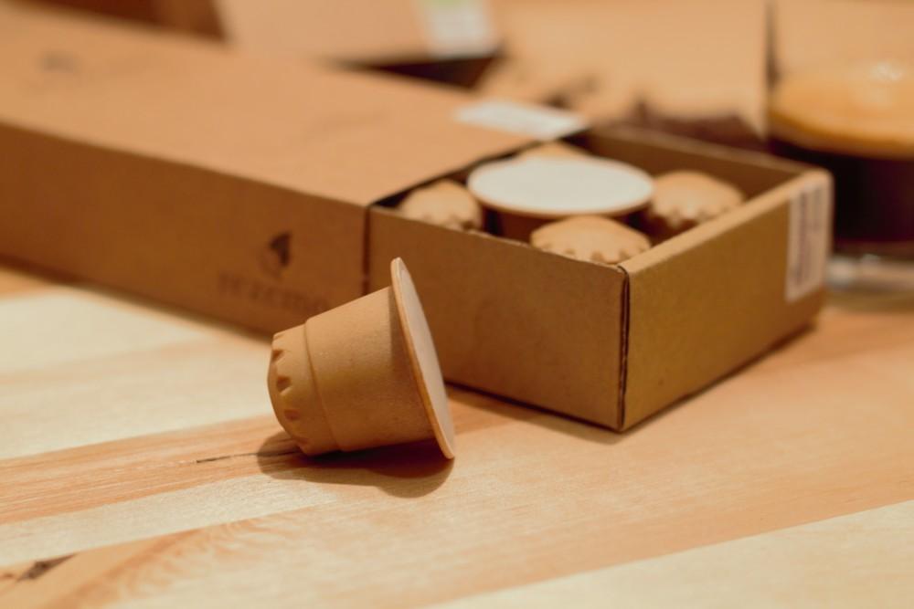 Das für die Herstellung der Kapseln genutzte Holz besteht überwiegend aus Hobelspänen von Bäumen heimischer Wälder mit nachhaltiger Forstwirtschaft. Abbildung: rezemo