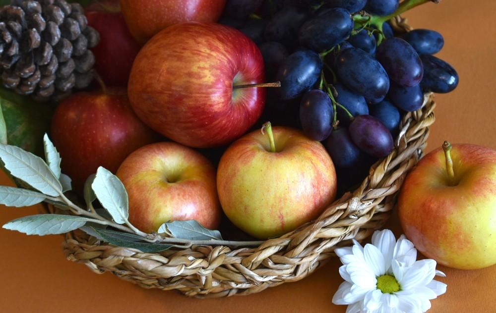 Frisches Obst ist eine nette Ergänzung, sollte aber nicht die einzige Maßnahme gegen hohe Temperaturen im Büro sein. Abbildung: Pixabay