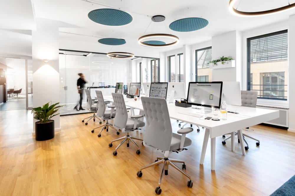Moderne Open-Space-Arbeitsplätze. Abbildung: Robert Lehmann Fotografie/www.lichtbilder-berlin.de