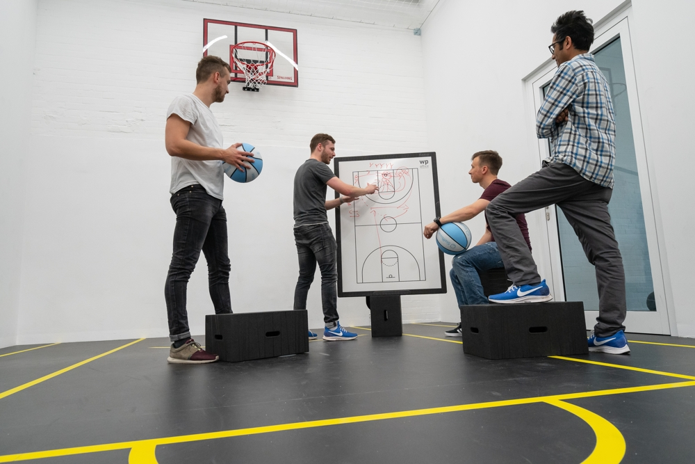 Flexible Meetings in kreativer Umgebung: hier ein Basketball-Court. Abbildung: Dirk Hanus