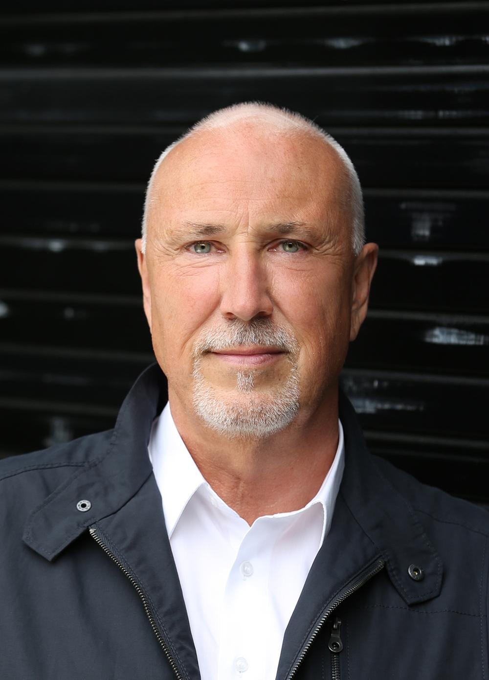 Jörg Bakschas war in führenden Managementpositionen in der Büromöbelbranche tätig. Seit 2009 ist er Inhaber von Headroom-Consult und ein gefragter Redner. Abbildung: Headroom Consult
