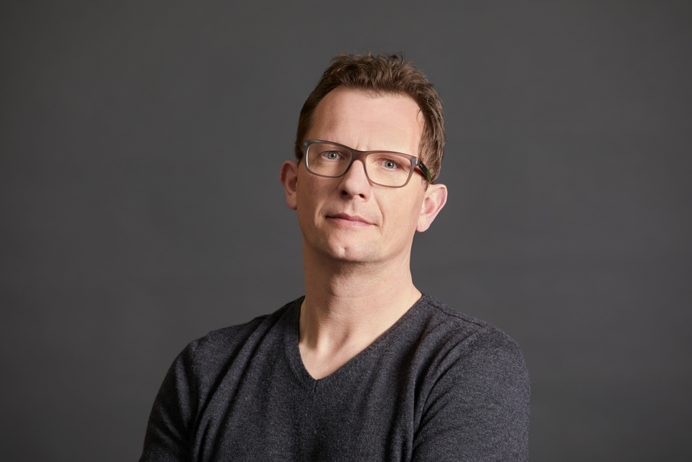 David Wiechmann, Vorsitzender Deutsches Netzwerk Büro e. V. sowie Director Communication + Marketing bei der Kinnarps GmbH. Abbildung: Kinnarps/Kirsten Bucher