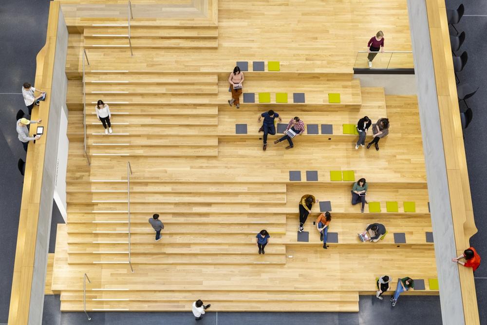 Das offene Atrium für Austausch und Events. Abbildung: Sebastian Dörken für Kinzo
