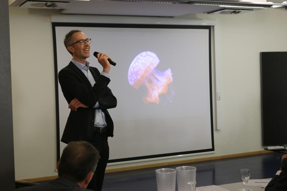 Dr. Eric Söhngen von Walkolution referierte über die Gefahr des Sitzens.