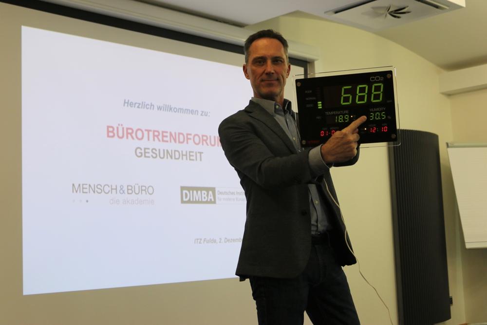 Peter Skala von MeineRaumluft.at führte eine Spontanmessung der Luftqualität durch.