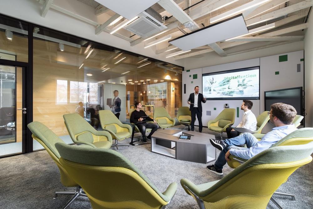 Der große Besprechungsraum mit allen technischen und ergonomischen Vorteilen. Abbildung: Evolution Design, Peter Würmli