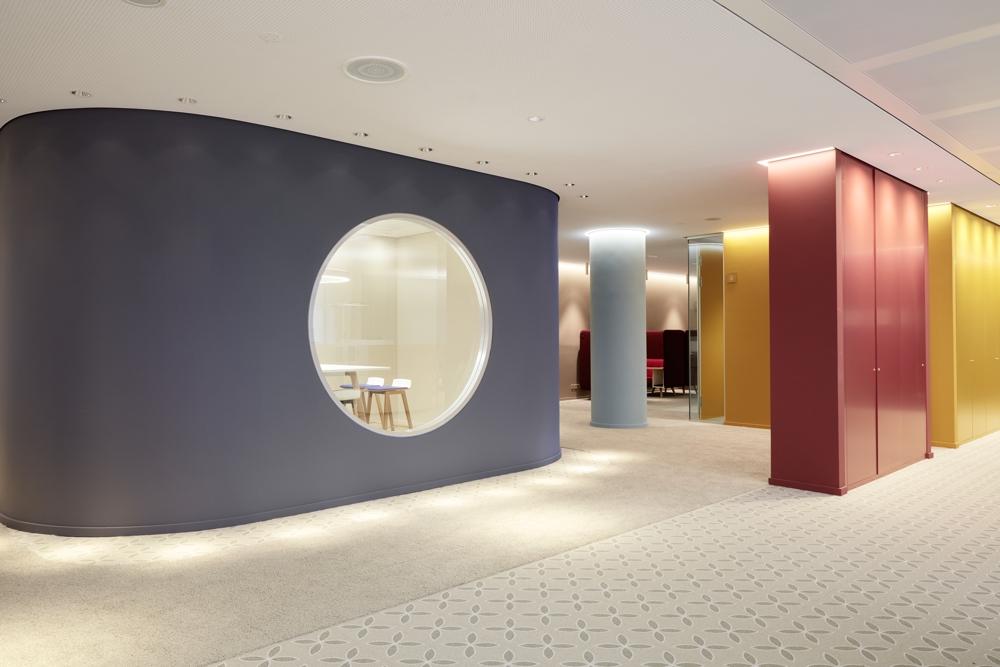 Bei Otto bestimmt ein Wechsel aus Räumen und offenen Strukturen die Fläche. Abbildung: Otto