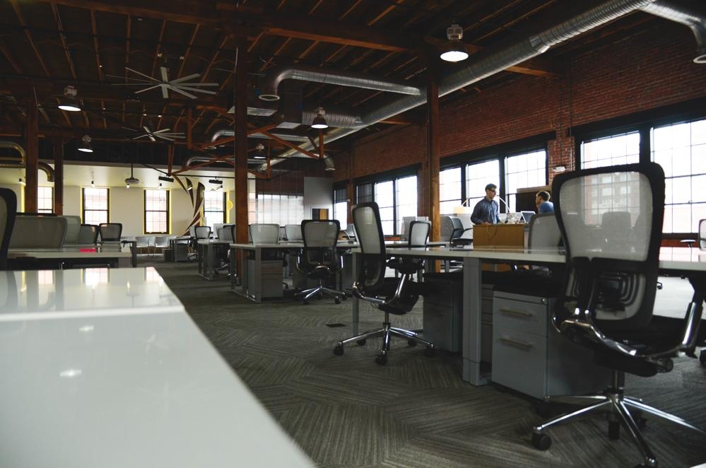 Verwaiste Büroräume sind ein Szenario bei einer unkontrollierten Ausbreitung des Conrona-Virus. Abbildung: Pexels