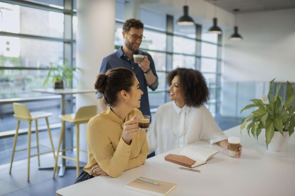 Kaffee fördert Kommunikation und die Zufriedenheit der Mitarbeiter. Abbildung: Nespresso