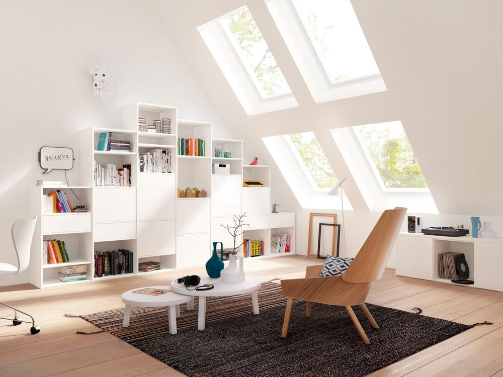 Gut sortiert: Regale und Schränke passen sich der Dachschräge an. Abbildung: raumplus