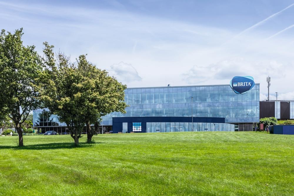 BRITA-Hauptsitz mit viel Freiraum, damit die Gedanken ums Wasser fließen können. Abbildung: BRITA Vivreau