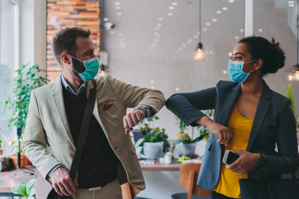 Um Hygiene und Sicherheit am Arbeitsplatz zu gewährleisten, hat Staples einen Leitfaden entwickelt, der all dies mit einbezieht. Abbildung: Staples