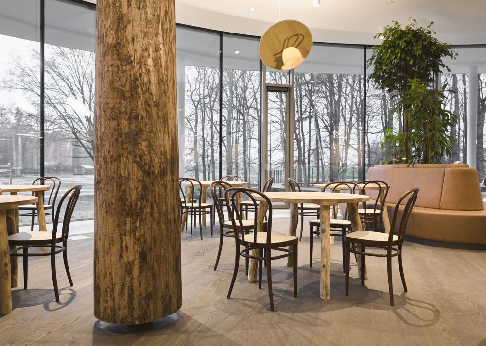 Cafébereiche haben sich zum Herzen vieler Firmenbüros entwickelt. Abbildung: Alexander van Berge, Thonet
