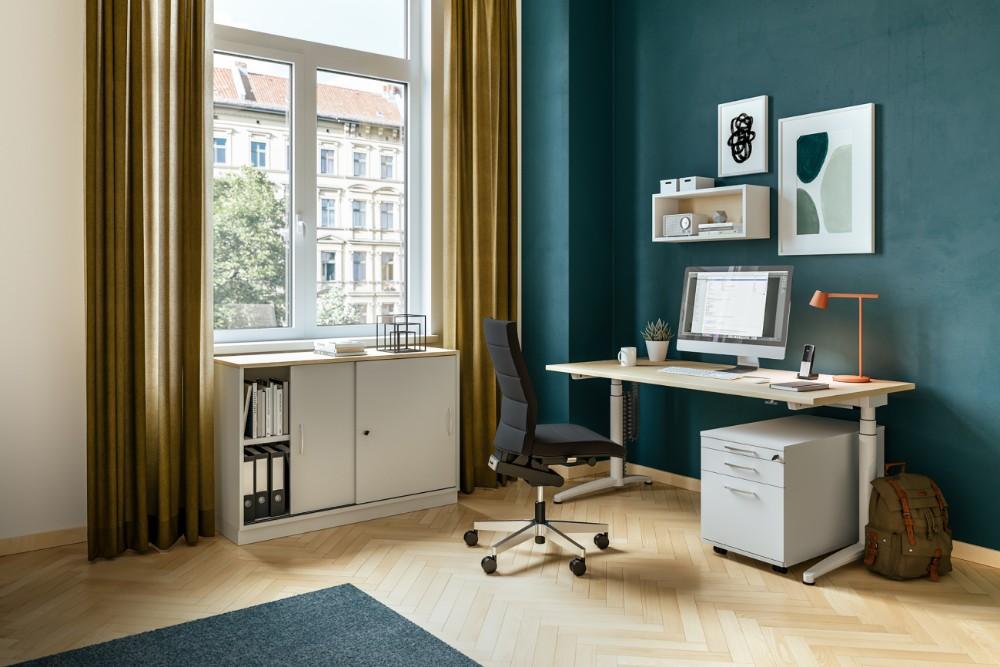 Bei regelmäßiger Arbeit im Home-Office werden an die dortigen Arbeitsplätze die gleichen Anforderungen gestellt, wie an diejenigen im Büro. Abbildung: Assmann