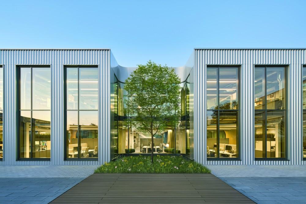 Die ehemalige Industriehalle erstrahlt im Glanz einer neuen Arbeitswelt. Abbildung: Annika Feuss, bkp GmbH