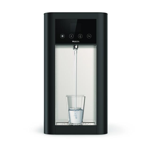 Brita Vivreau Top: Leitungsgebundene Wasserspender gibt es als Auftisch- und Standgeräte mit individualisierbarem Unterschrank. Abbildung: Brita