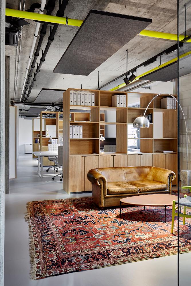 Gemütliche Lounge-Zonen für Face-to-Face-Meetings oder Small Talk zwischendurch. Abbildung: Nina Struve, PLY atelier