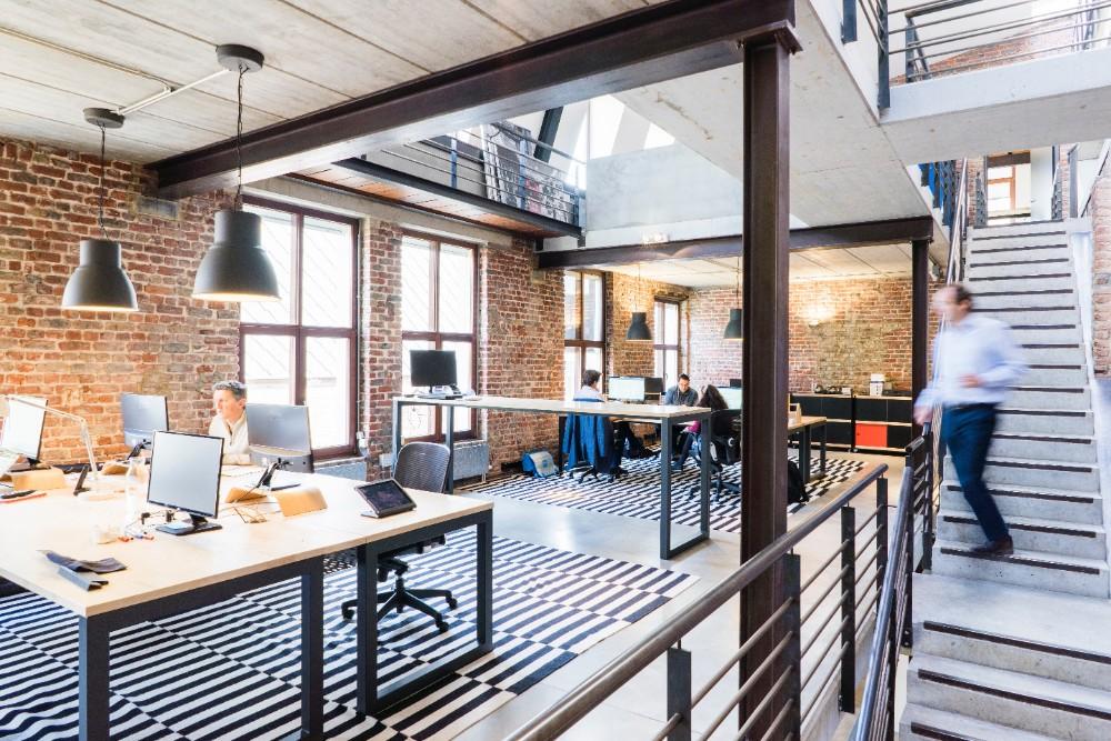 Welche Arbeitsmethode dominiert in welcher Office-Umgebung? Der Optimaze Workplace Review 2020 gibt Antworten. Abbildung: proxyclick visitor management system, Pexels