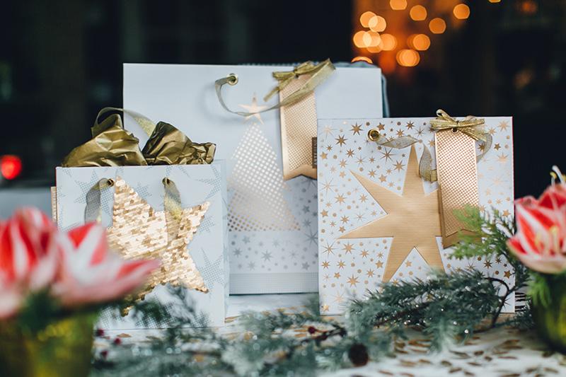 Es kommt nicht nur auf den Inhalt an – elegante Geschenkverpackungen drücken besondere Wertschätzung aus.