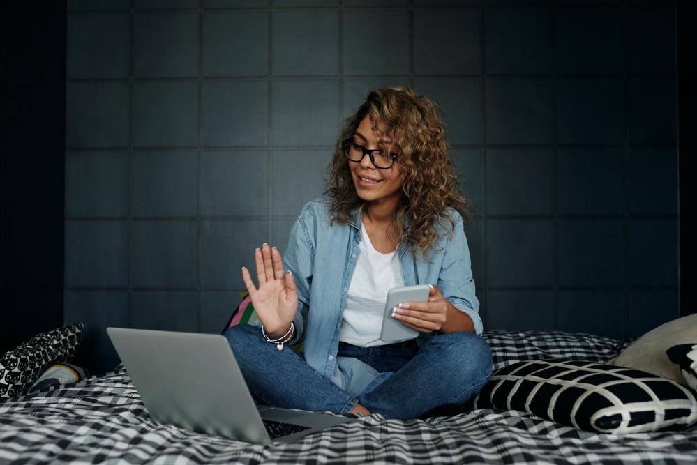 Eine digitale Unternehmens- und Personalpolitik kann die Work-Life-Balance der Mitarbeiter verbessern. Abbildung: Matilda Wormwood, Pexels