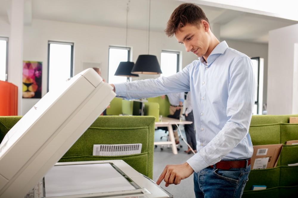 Drucker sind bei unzureichendem Schutz ein Sicherheitsrisiko für Unternehmen. Abbildung: Sharp