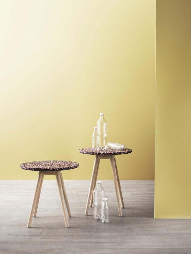 Neues Leben aus Plastikmüll: Eine Tinnef-Tischplatte besteht aus 80 bis 300 Plastikflaschen. Abbildung: Kinnarps