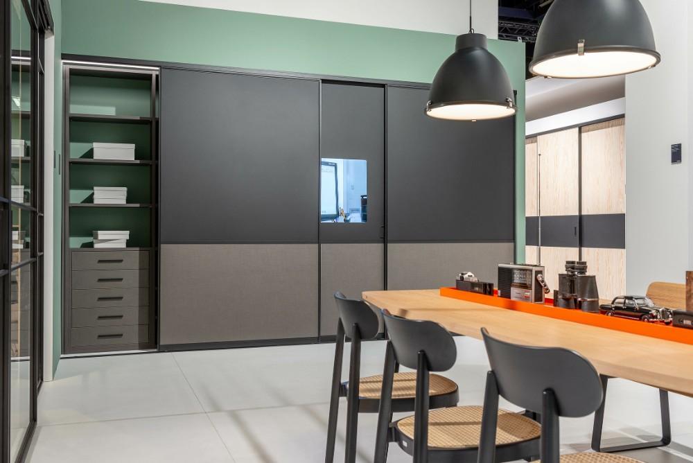 Besprechnungsraum oder Küche mit Monitortür. Abbildung: Raumplus
