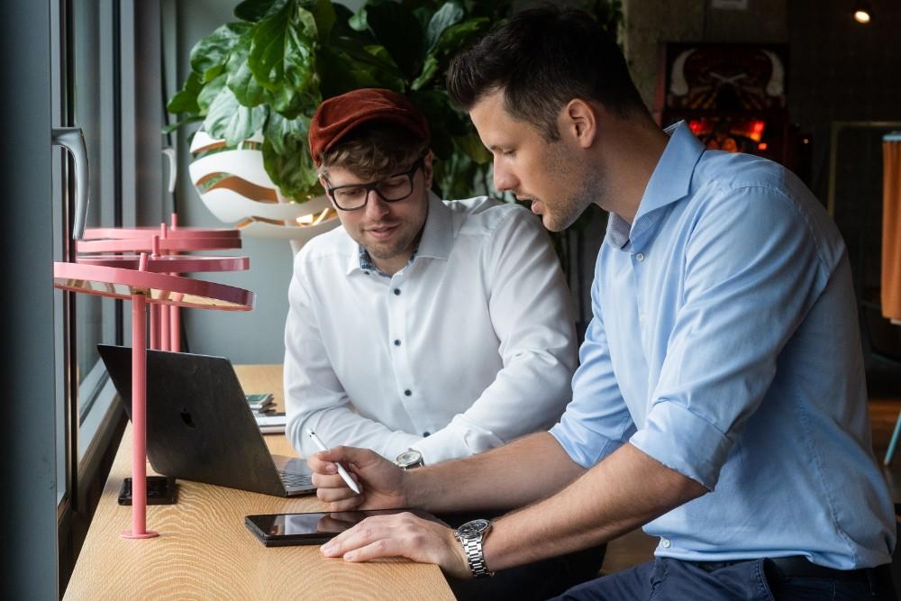 Karsten Kossatz (li.) und Erik Müller (re.) sind die Gründer von Independesk. Abbildung: Independesk