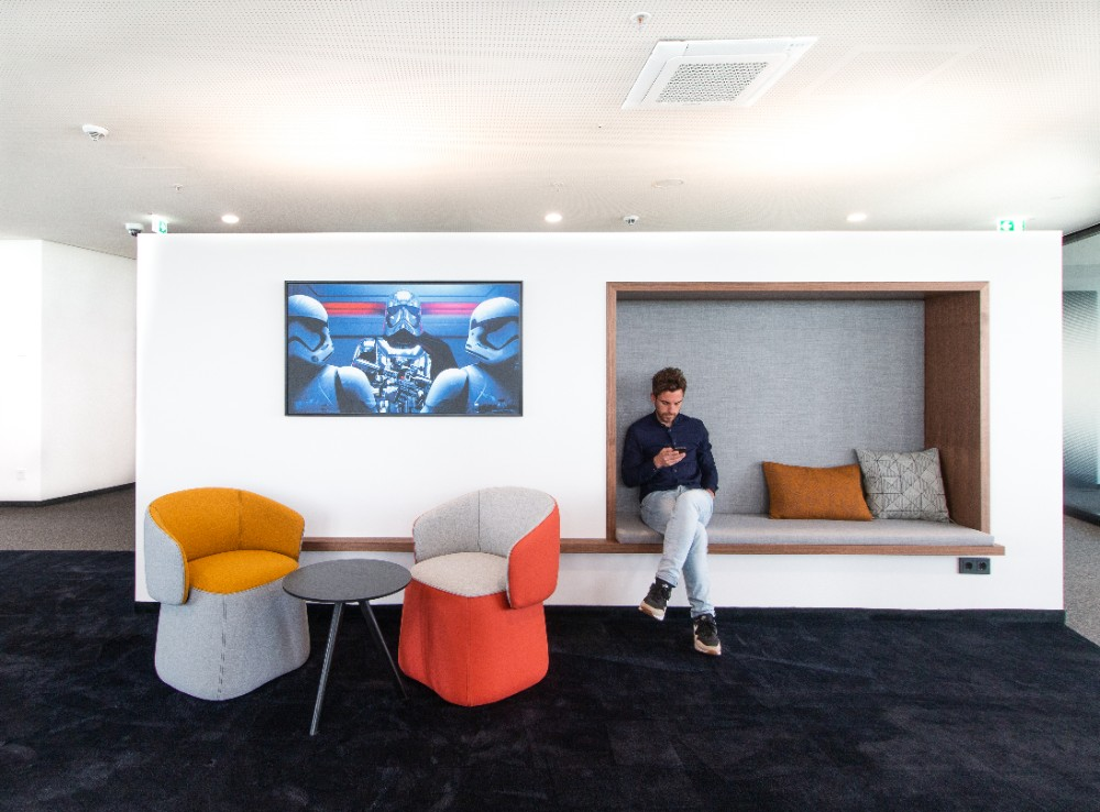 Inmitten der Arbeitsfläche laden kleinere Rückzugsbereiche zum Relaxen ein. Abbildung: Gleb Polovnykov, CSMM