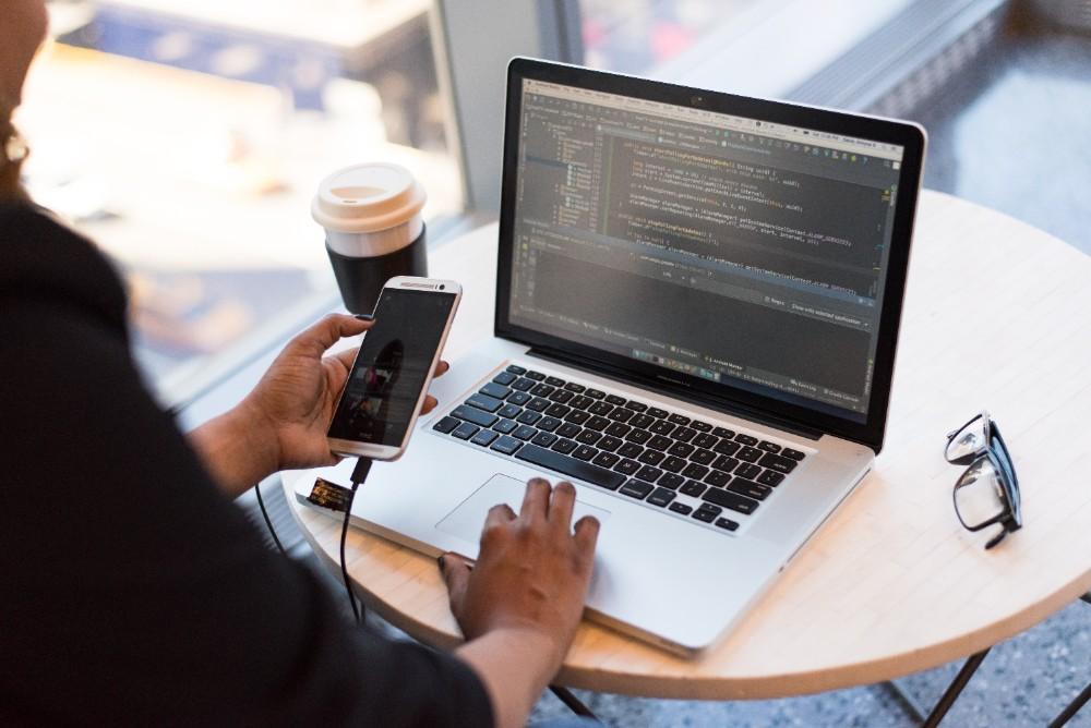 Mitarbeiter werden zukünftig mehr unterwegs und im Home-Office arbeiten. Abbildung: Pexels